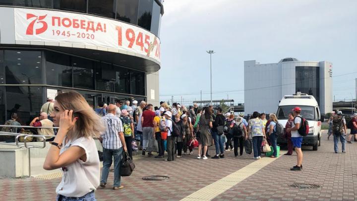 Больше двухсот человек эвакуировали с вокзалов в Челябинске из-за сообщения о бомбе
