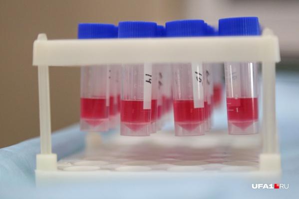 Врачи исследуют кровь на антитела