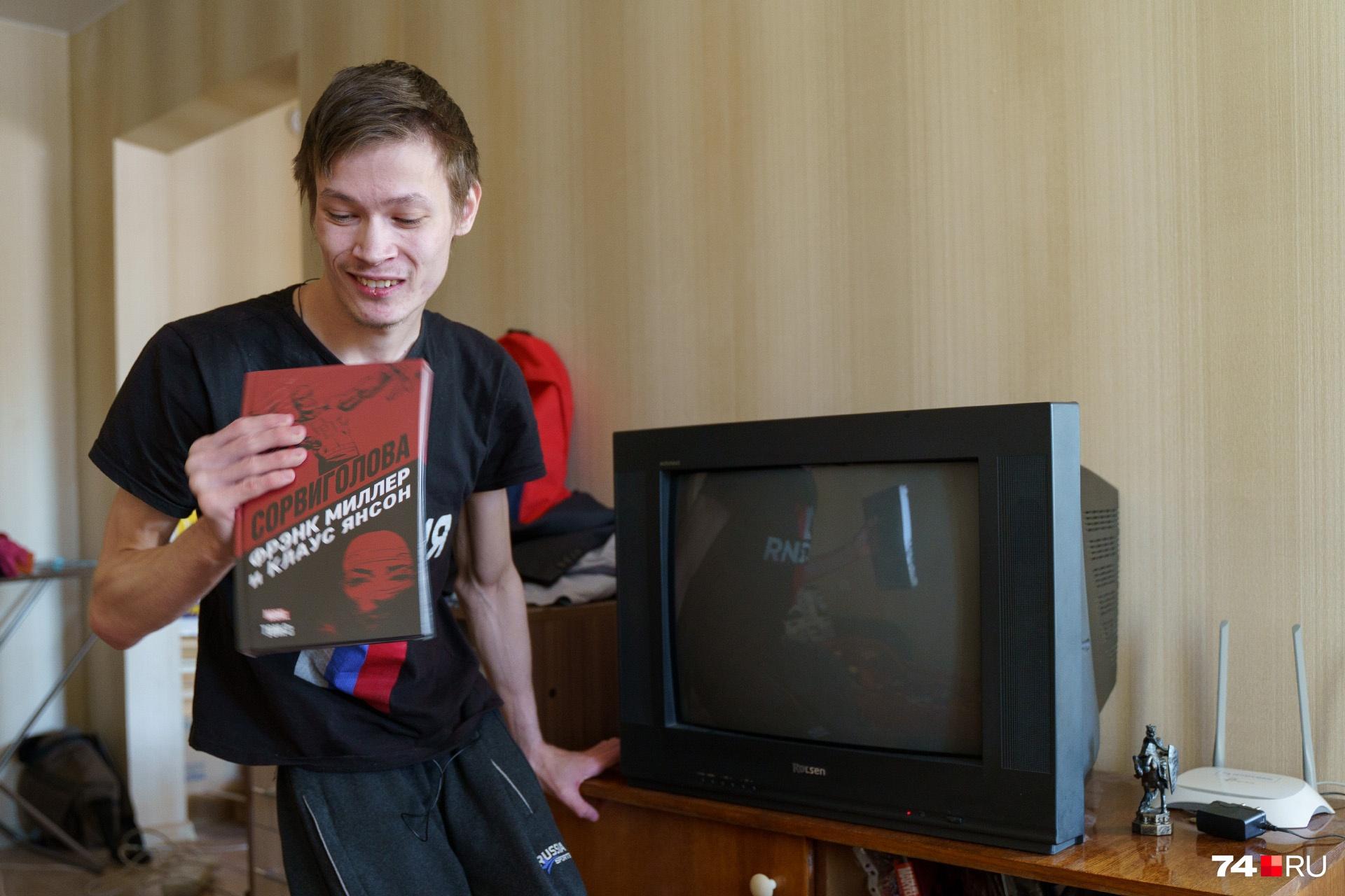Олег коллекционирует комиксы с супергероями. Его любимый персонаж — Сорвиголова (он тоже инвалид, но при этом совершает подвиги)