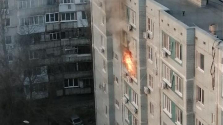 В Ростове на Северном загорелась квартира. Людей эвакуировали