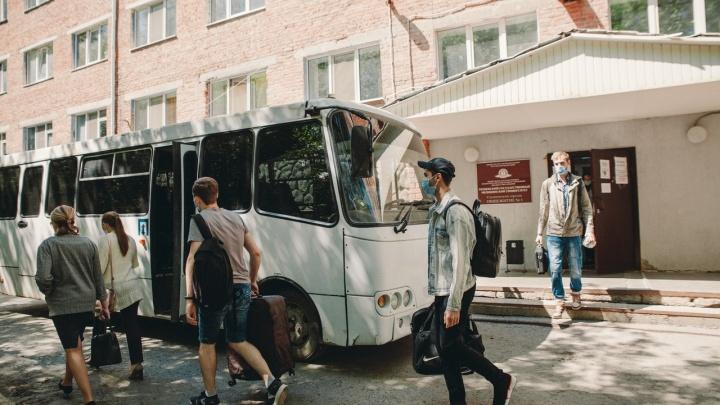 «Нам не говорили, куда нас везут»: студенты медуниверситета рассказали, как их приняли в обсерваторе