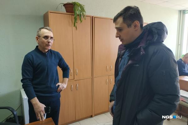Представитель РАО и ВОИС Олег Мордвинов (на фото слева) потребовал от бара штраф
