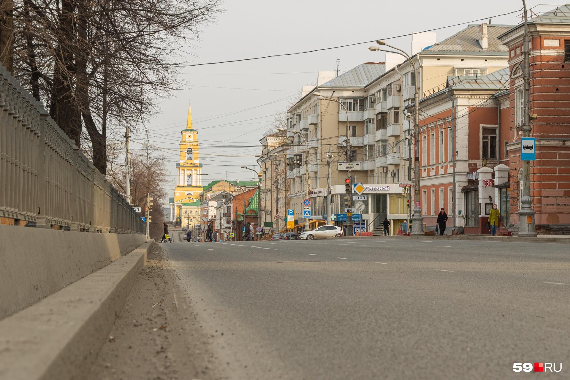 Таким пустым город бывает, когда улицы перекрывают к празднику