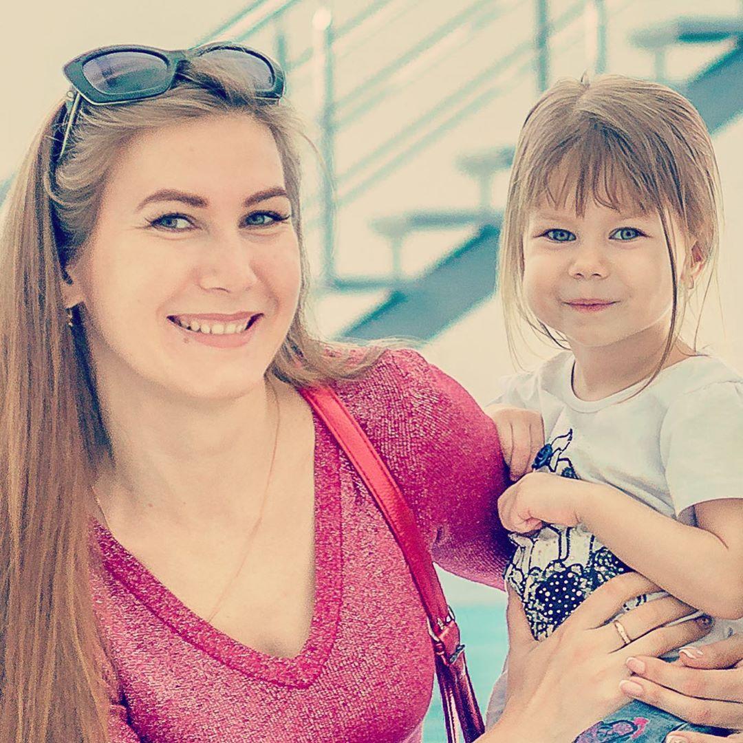 С дочерью Алисой они любят ходить в аквапарк