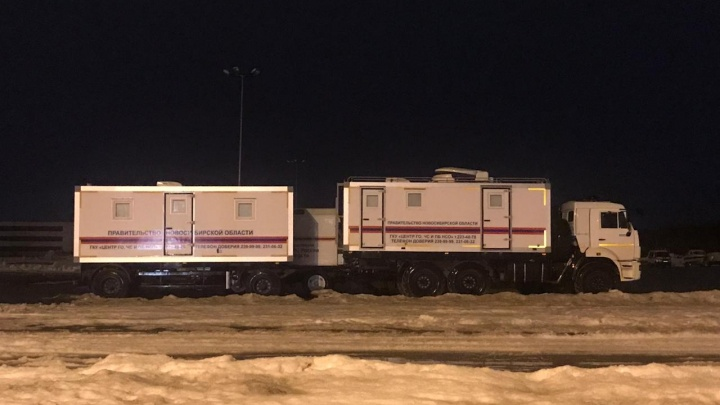 Возле Экспоцентра развернули палатки и мобильные пункты Центра ГО и ЧС. Рассказываем, что происходит