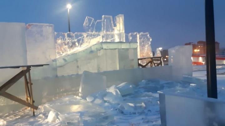Вандалы разгромили строящийся ледовый городок в Солнечном