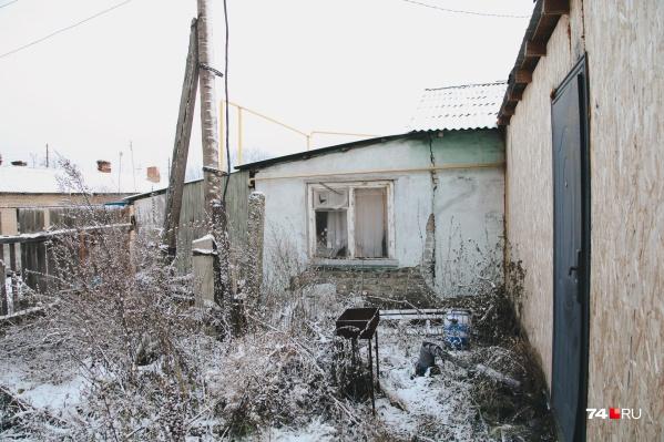 Старенький дом, неожиданно попавший под расселение, находится в Чурилово