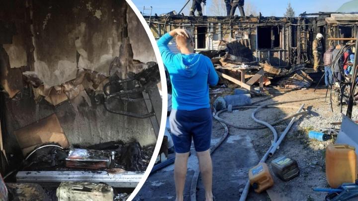 «Понял, что тушить уже смысла нет»: на Первомайке сгорел частный дом — хозяева строили его 10 лет