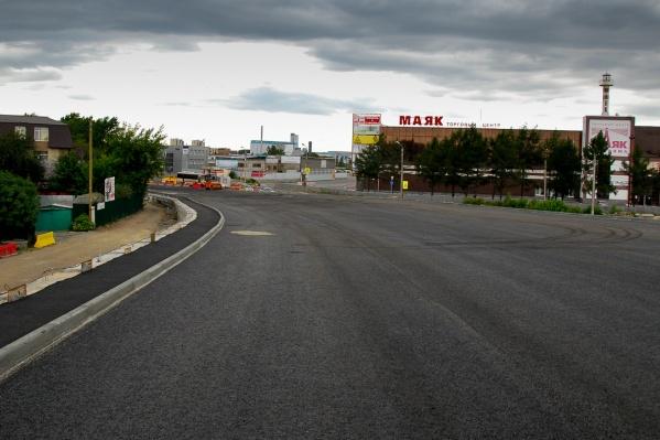 Новый мост на Троицком тракте кажется огромным, и специалисты задаются вопросами — не слишком ли он велик?