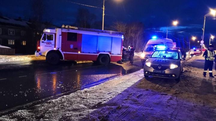 В Архангельске в аварию попала семья с ребенком. Женщина погибла, трое человек в больнице