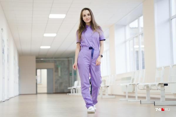 """Невролог Дарья Нагорнова до пандемии спасала пациентов с инсультами, но теперь ее помощь оказалась нужнее в инфекционном отделении ГКБ <nobr class=""""_"""">№ 8</nobr>"""