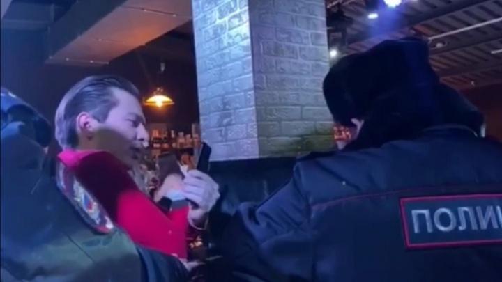 На клуб, где на закрытой вечеринке челябинский депутат попался полиции, завели дело
