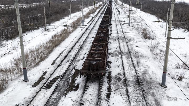 Волгоградские автомобилисты подрезают локомотивы