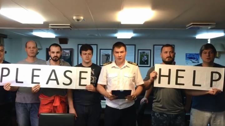 Один из застрявших в Турции ростовских моряков вернулся домой. Остальные по-прежнему на борту