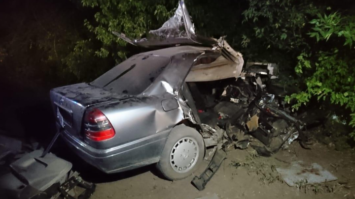 Трое погибли и пятеро пострадали в ДТП в Ростовской области. Mercedes вылетел на встречку