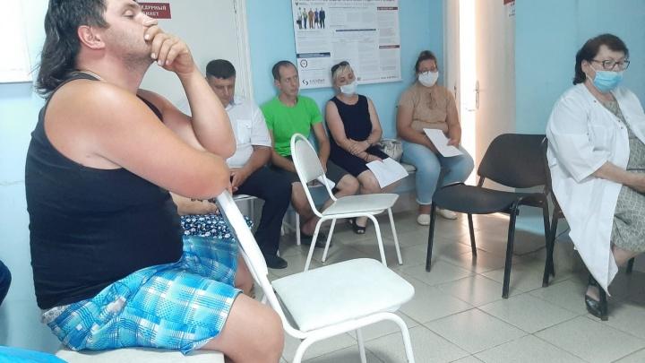 «Закрывать службу не будем»: после скандала селам в Старополтавском районе вернули «неотложку»