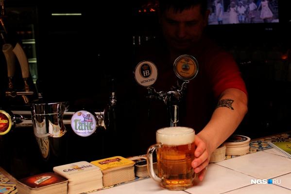 Посидеть с кружкой пива, как раньше, в Новосибирске можно и сейчас (на фото уже не существующее заведение)