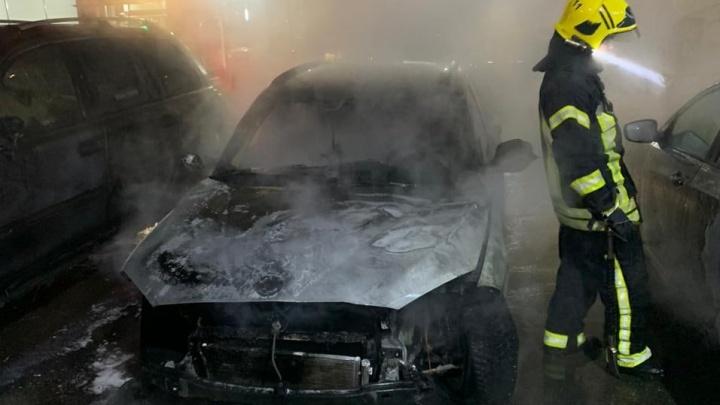 В Челябинске неизвестные сожгли машину корреспондента Znak.com