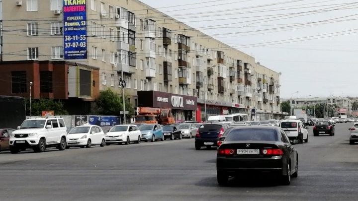 Застрял в пробке: 12 самых проблемных мест для водителей Омска