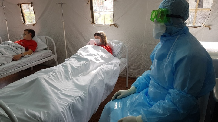 Осмотрели в палатке, отправили куда надо: на юге Волгограда протестировали новые палаточные лагеря для больных коронавирусом