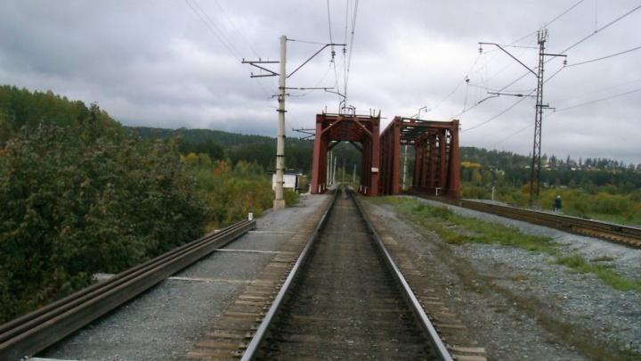 В Челябинской области грузовой поезд насмерть сбил школьницу
