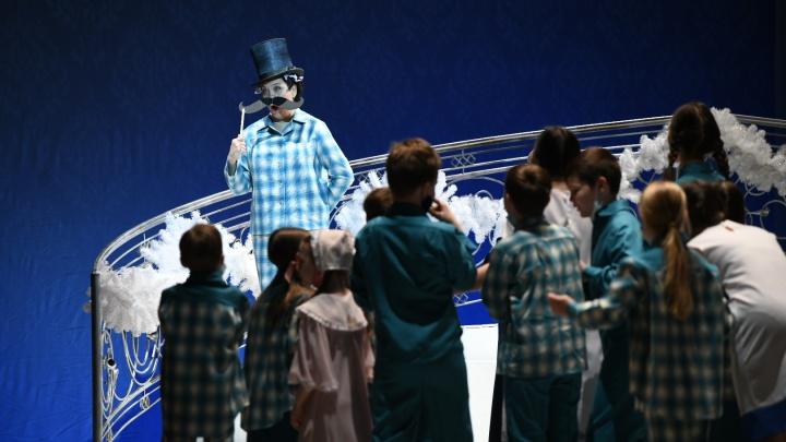 В Оперном собрали всех артистов театра, чтобы поставить Рождественский концерт