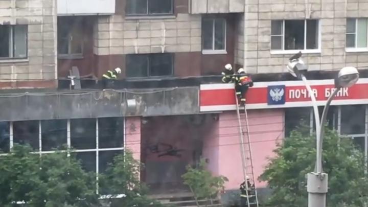 «Пел песни, высунувшись с балкона»: очевидец — о падении молодого человека из окна в Архангельске
