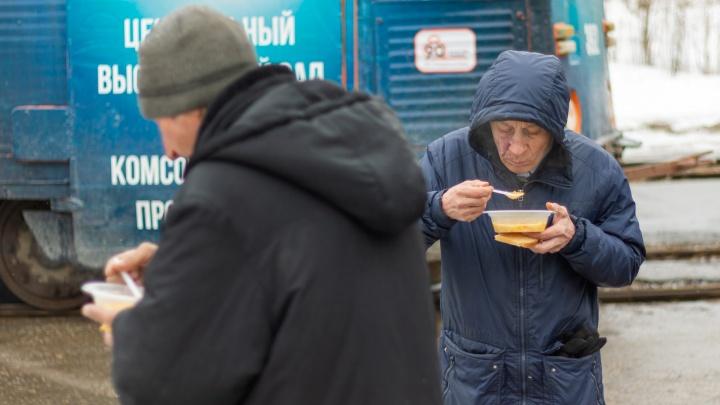 В Перми запустили автобус-столовую для бездомных «Еда на колесах»