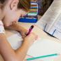 Сверьтесь с дневником: сколько времени ребенок на самом деле должен тратить на домашку