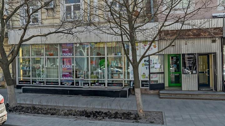 В Ростове закрывается магазин сувениров и подарков «Красный куб»
