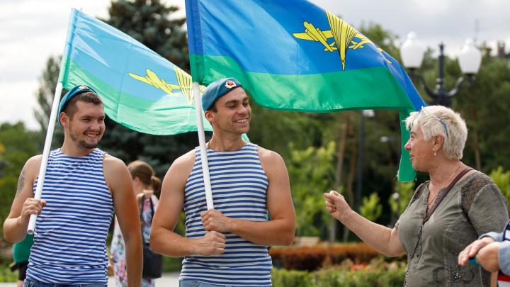 Фоторепортаж с празднования Дня ВДВ в центре Волгограда