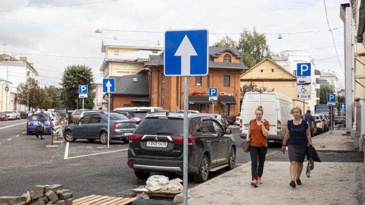 Боже, дай мне знак: в Ярославле на центральной улице установили десяток дорожных указателей