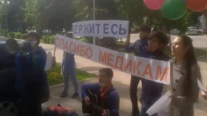Хроника коронавируса в Башкирии: музыканты поддержали врачей Демской клиники концертом