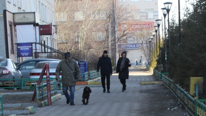 В первый день «особого режима» омская полиция не штрафует нарушителей, а беседует с ними