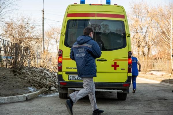 Почти неделю мужчина лечился самостоятельно, а потом попал в больницу в тяжелом состоянии