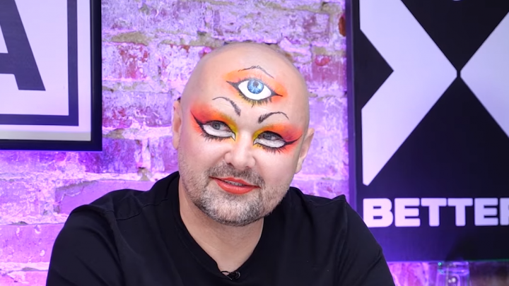 «Шмот» за два миллиона и третий глаз: экс-мэр Архангельска рассказал на YouTube о своей одежде и перформансах