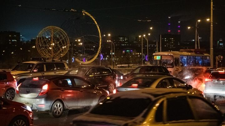 Власти Кемерово назвали причины 10-балльных пробок в городе