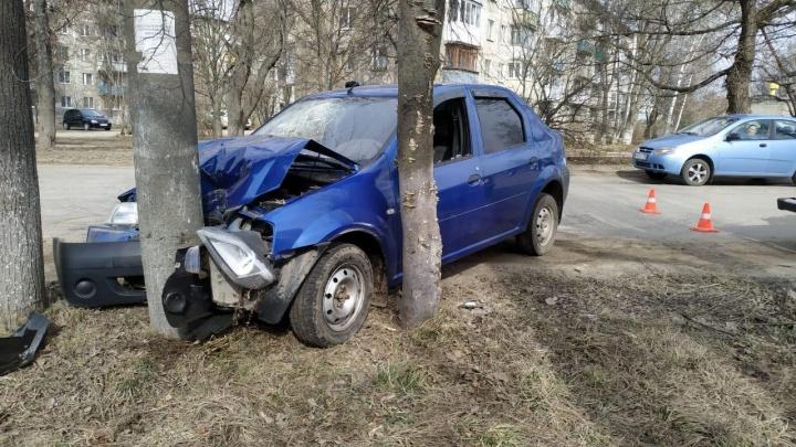 В Павлове пьяный водитель отправил женщину в больницу и уехал. Через 5 минут его остановил столб