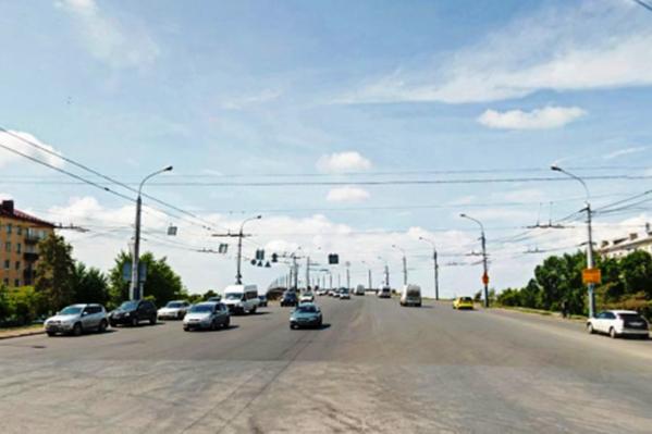 По-новому светофор будет работать до тех пор, пока Ленинградский мост не отремонтируют