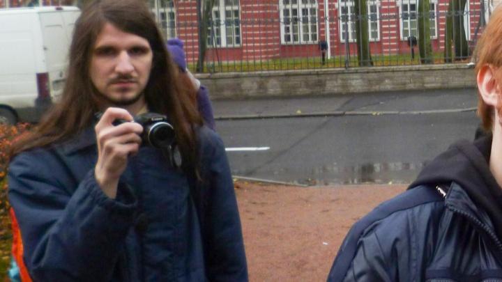 В Санкт-Петербурге за комментарии о взрыве в архангельском ФСБ задержали доставщика еды