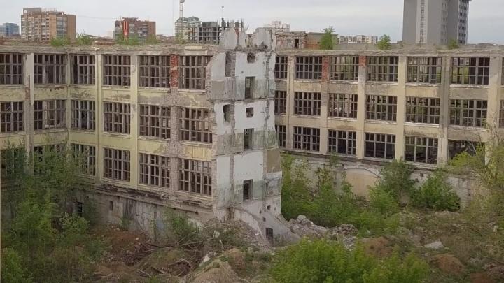 Дыры в городе: что стало с самарскими заводами