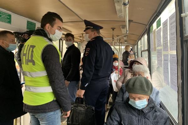 В общественном транспорте и дальше будут проверять соблюдение мер безопасности