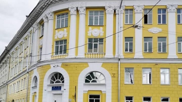 Нижегородская гимназия № 1 открылась после ремонта. Но в классы вернулись не все ученики