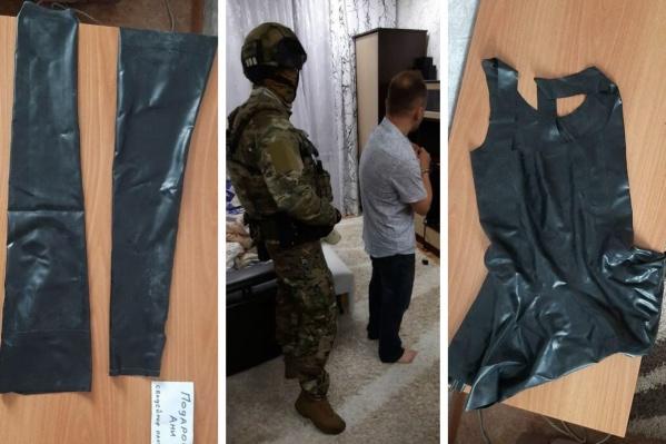 В ходе обысков у подозреваемого нашли латексный костюм и коллекцию детской порнографии
