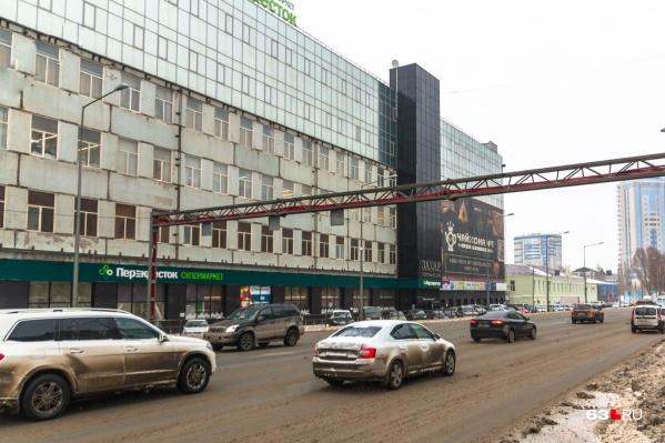 Около торгового центра «Захар» находятся автобусные и трамвайные остановки<br>