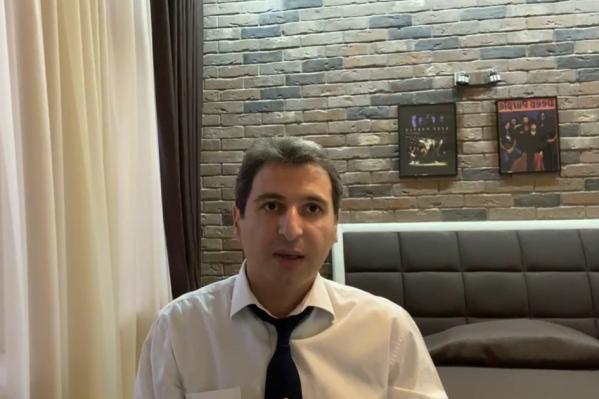 Армен Бенян общался с аудиторией соцсетей из дома