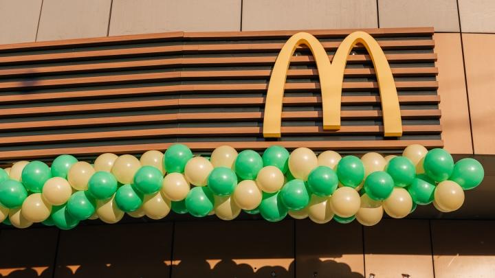 Адвент-календарь: в «Макдоналдс» на площади Маркса сибиряки получают второй чикенбургер бесплатно