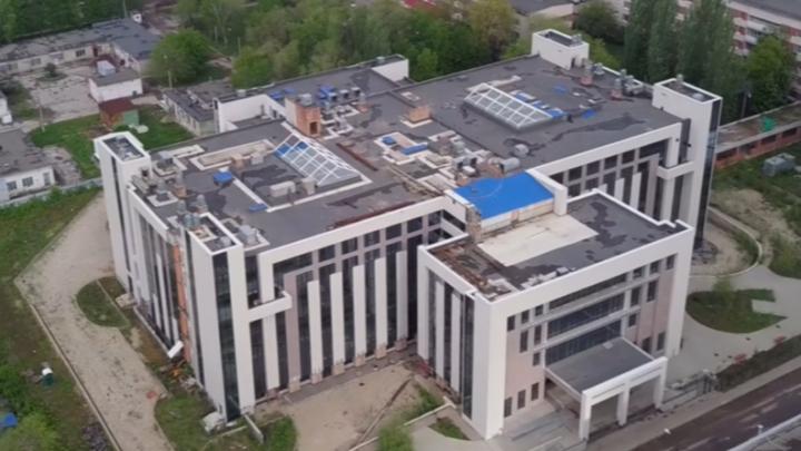 Простаивает махина: осматриваем с высоты недостроенную «Клинику сердца» в Самаре