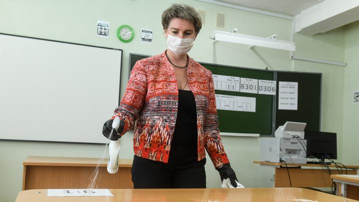 Учителя будут в масках? В Роспотребнадзоре уточнили, как обеспечат безопасность в свердловских школах