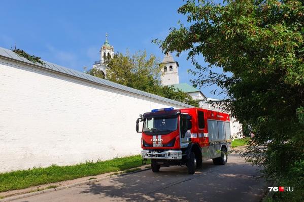 У стен кремля дежурят спасатели